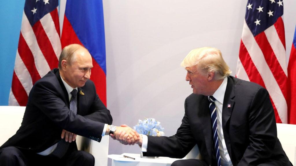 """Путин предложил Трампу обсудить """"болевые точки"""" в двусторонних отношениях"""